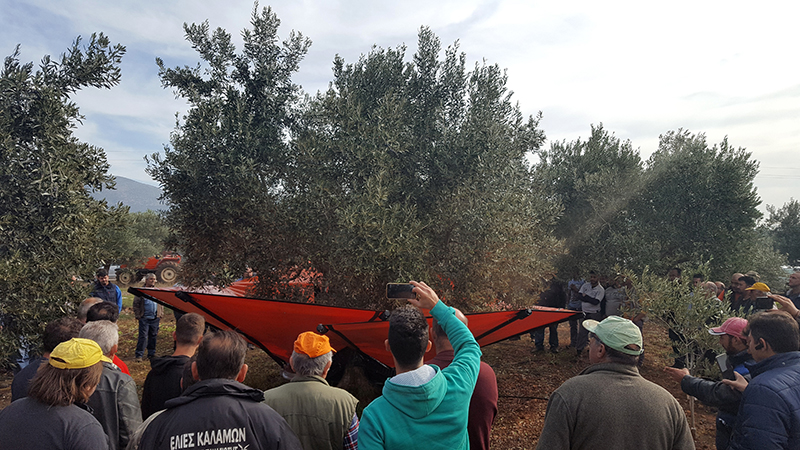 demonstration_of_harvesting_equipments_agromelca_in_greece
