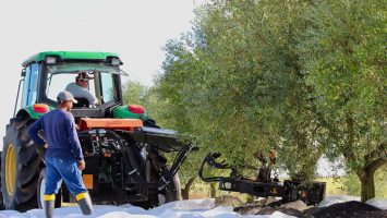 Equipos de recolección de almendras, aceitunas y frutos secos traseros Recolector trasero VERSIÓN VTL CLASSIC